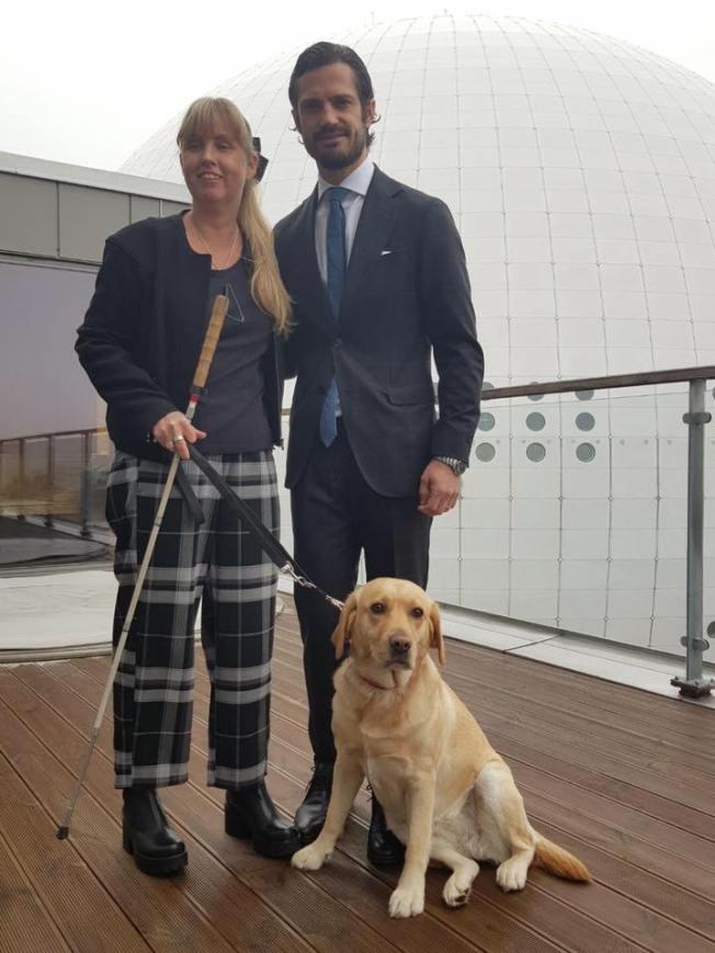Bild på Anna, prins Carl-Philip och ledarhunden Chanti