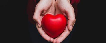 con il cuore