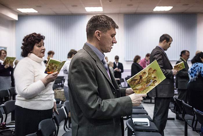 Gesù è stato creato la grande eresia dei testimoni di Geova
