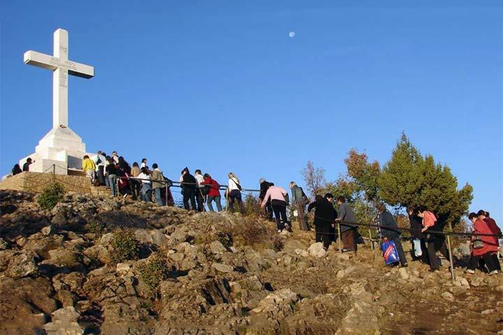 la croce bianca sul monte Kritzevac