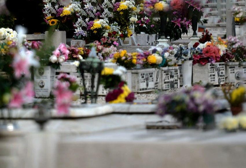 ai morti interessano poco i nostri fiori