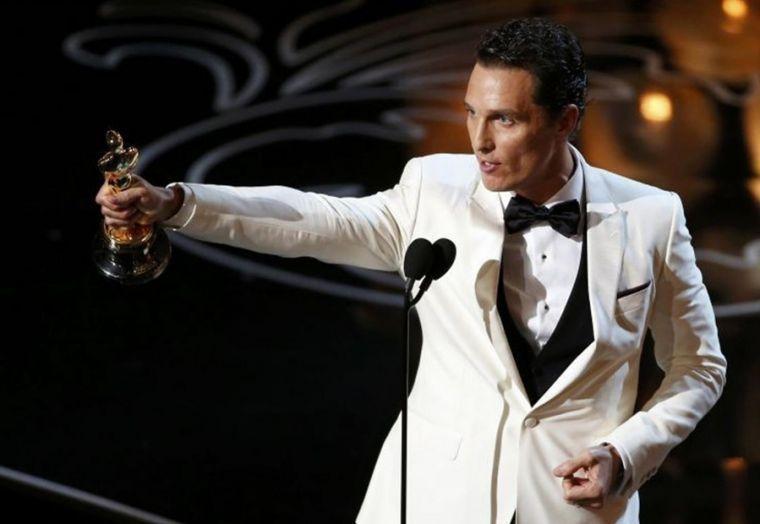 matthew-mcconaughey-accepts-best-actor-oscar-award