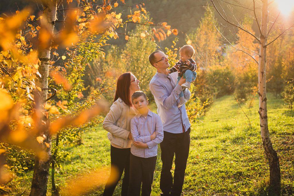 sesja jesienna rodzinna naturalna rodzina na łące