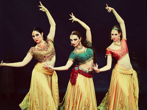 Book Exciting Bollywood And Bhangra Dance Group Show For