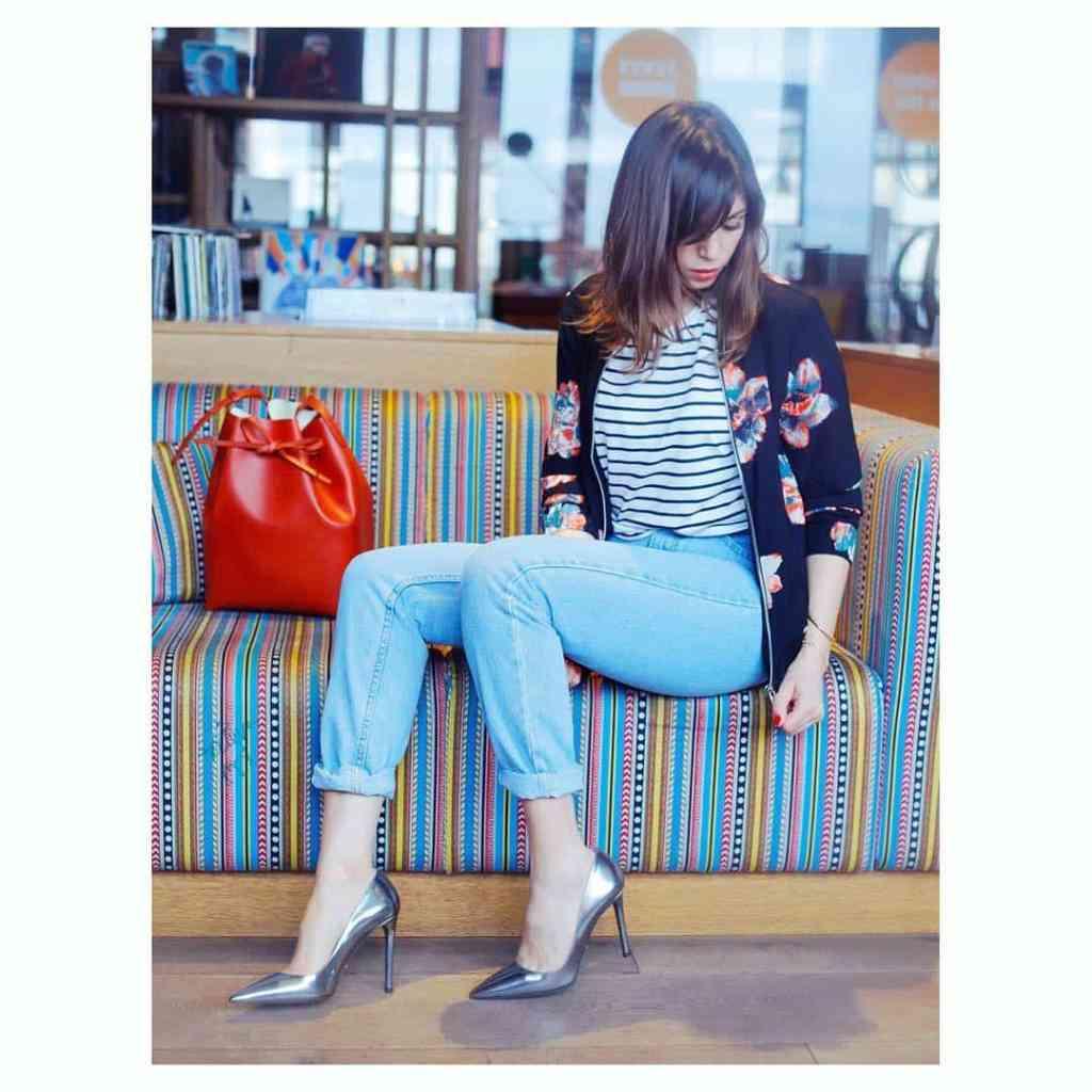 S00N on the Blog: Stripes n Flowers www.annawolfers.de (Link in Bio) ❤️InLovewithMustermix❤️ Photo: @leoniehinrichsphotography #mustermix #stripes #streifen #flowerprint #bomberjacket #momjeans #light #denim #cosy #prada #shoeporn #mansurgavriel #love #blogger #blogger_de #fashion #fashionblogger #fashionblogger_de #germanblogger #hamburg #annawolfers #welovehh #ilovehh