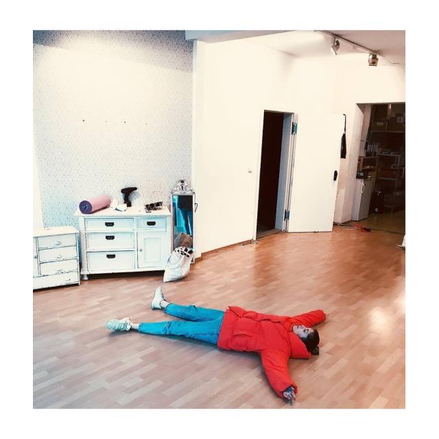 Der kleine Matsch mchte bitte vom Boden aufgekratzt werden! Puh!hellip
