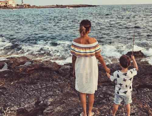 Emil und Mama am Strand