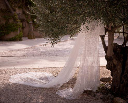 détail de la robe de la mariée mariage au domaine et compagnie à aix en provence