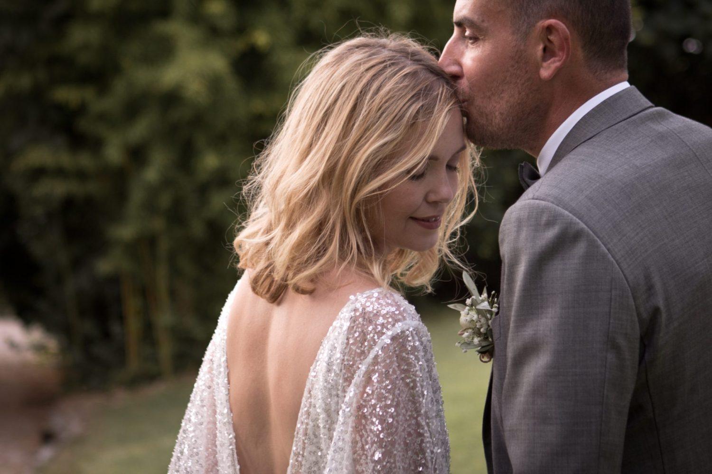 séance couple, photos de couple sur la spontanéité et les émotions mariage domaine et compagnie d'aix en Provence