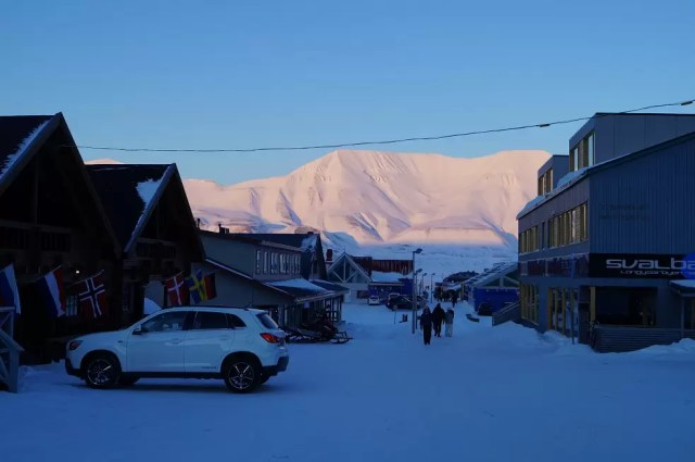 Number 6 on your things to do in Spitsbergen: Go shopping in Longyearbyen