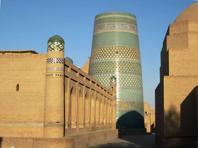 The Kalta Minor Minaret in Khiva on my road trip to Uszbekistan