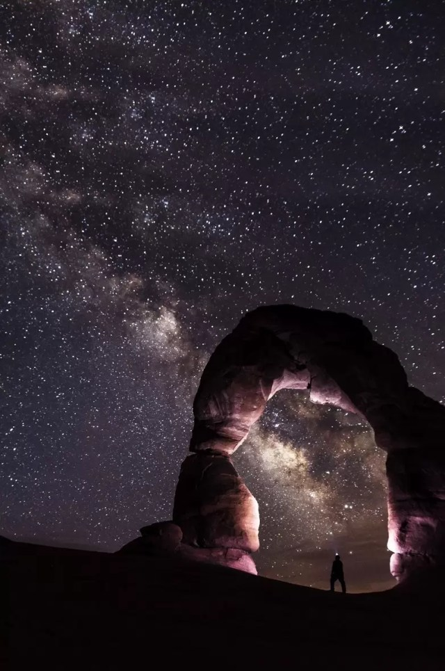 Delicate Arch in Arches National Park, Utah, at night