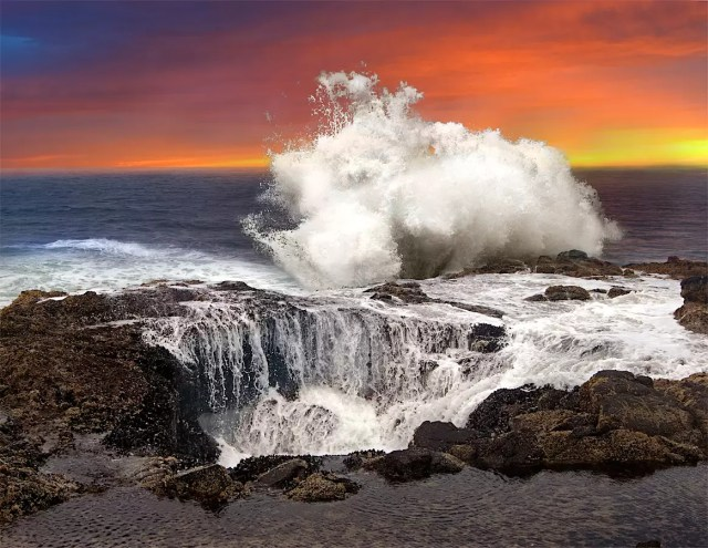 Thor's Well in Oregon at the coast