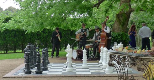 Ceremonies with fun! Chess and a jazz band