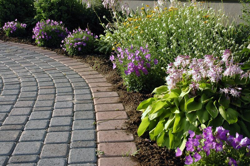 Anne Roberts GardensChicago Landscaping: Consider THESE Types of ...