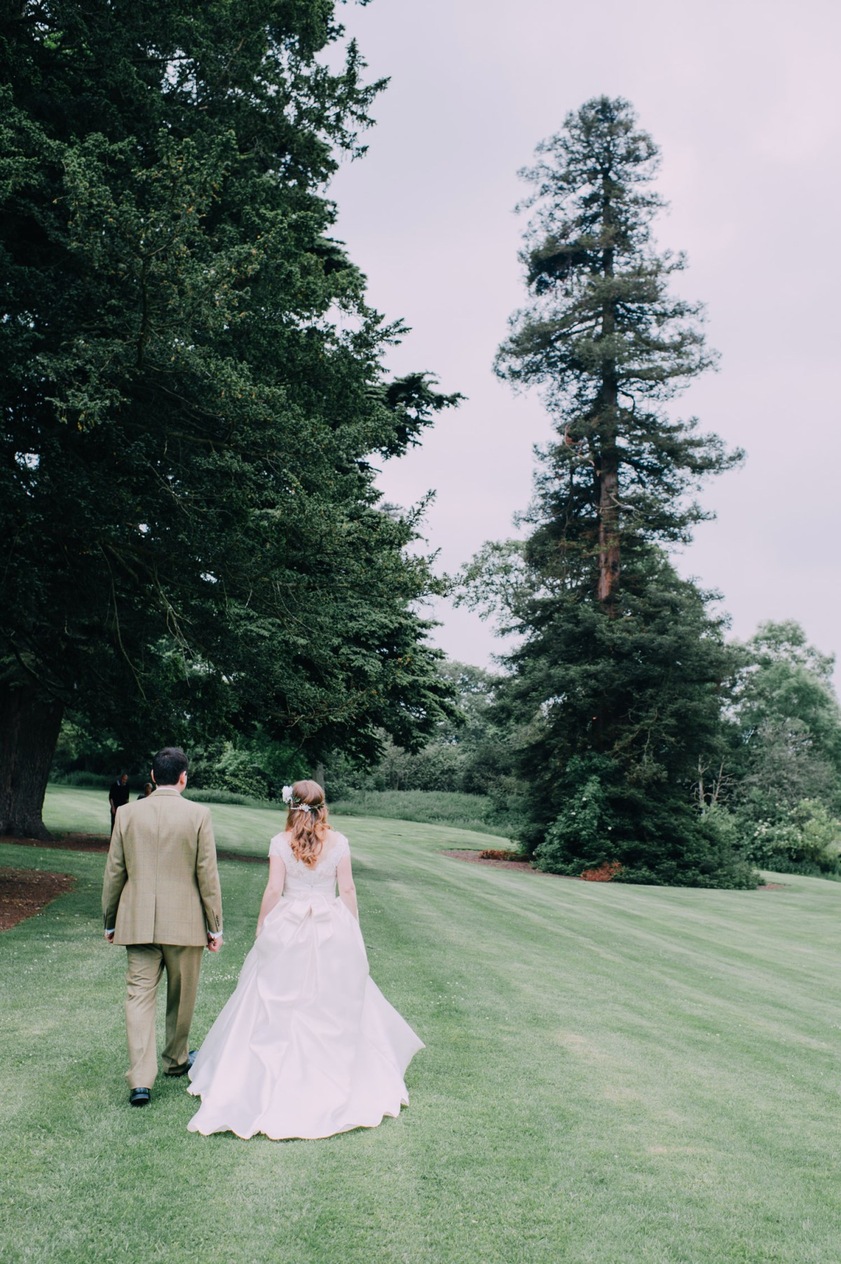 ettington-park-hotel-wedding-couple-lawn-walk