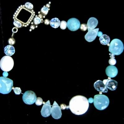 blue-topaz-pearls-chalcedony-bracelet