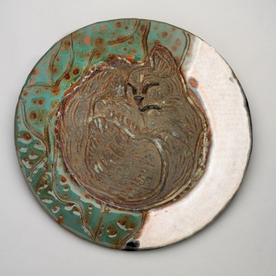 Sleeping cat round plate