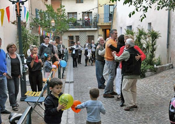 Meet your neighbours in France at La Fete des voisins aka neighbours day