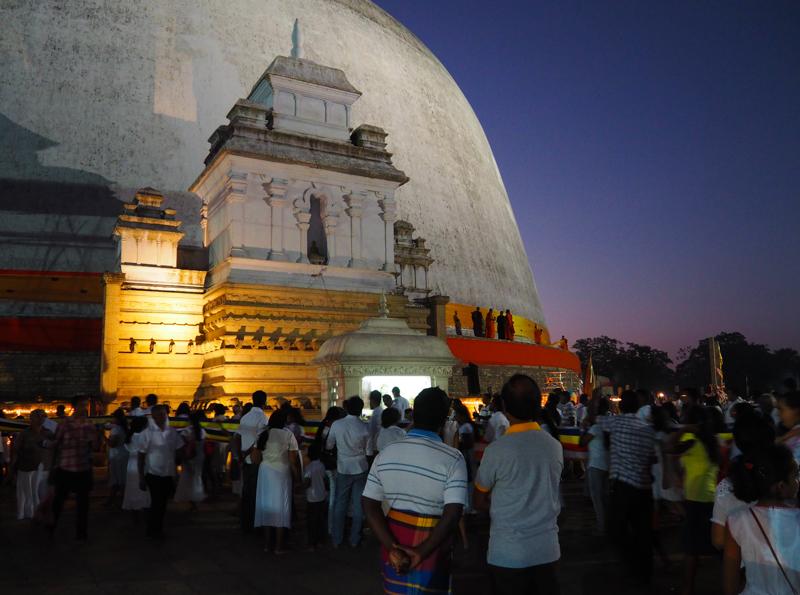 Cérémonie à Anuradhapura