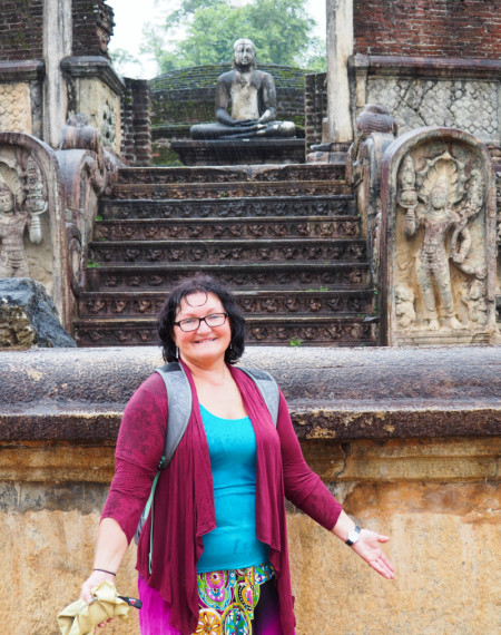 Faire du vélo sous la pluie à Polonnaruwa