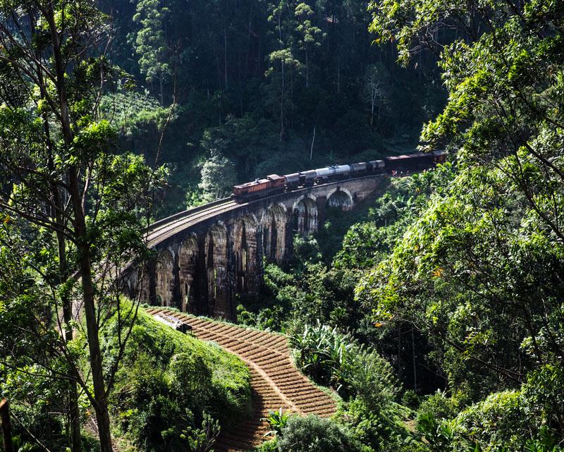 Attendre le train au Sri Lanka