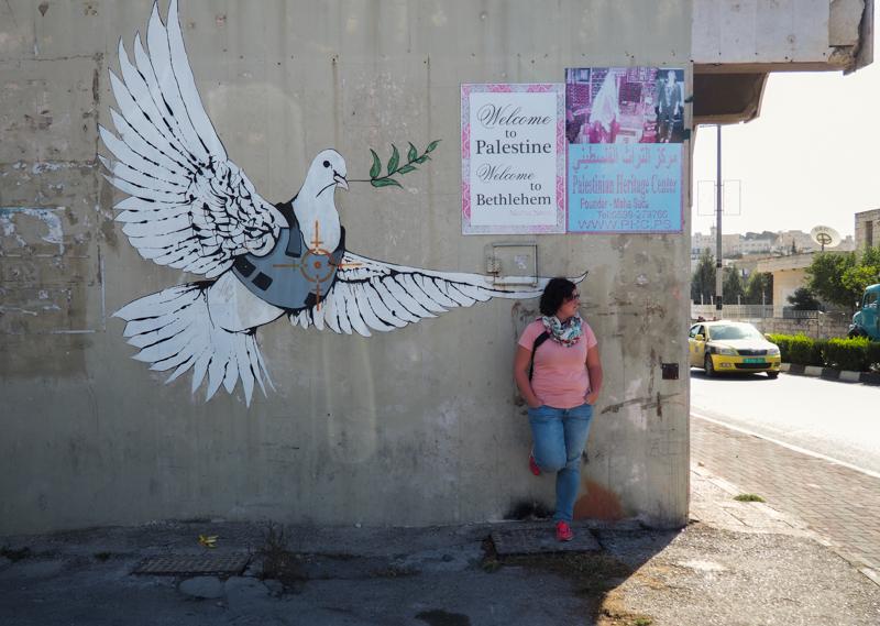 Oeuvre Armored Dove de Banksy à Bethléem.