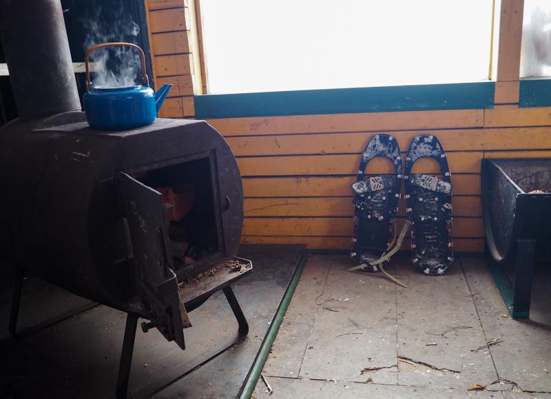 Pause thé dans un chalet à la Baie-James.