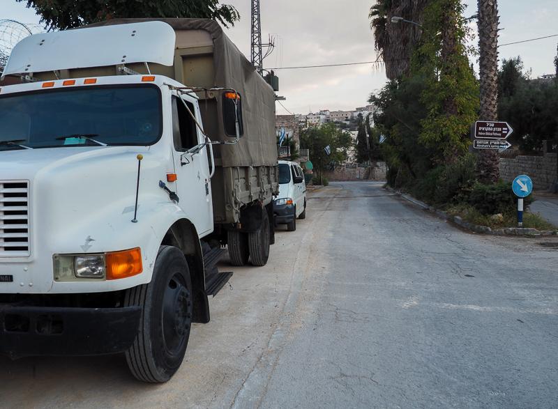 Camion militaire dans la ville de Hebron