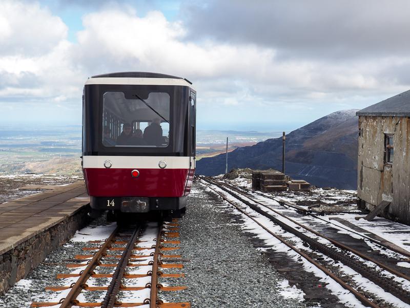 Train vers au sommet du mont Snowdon.