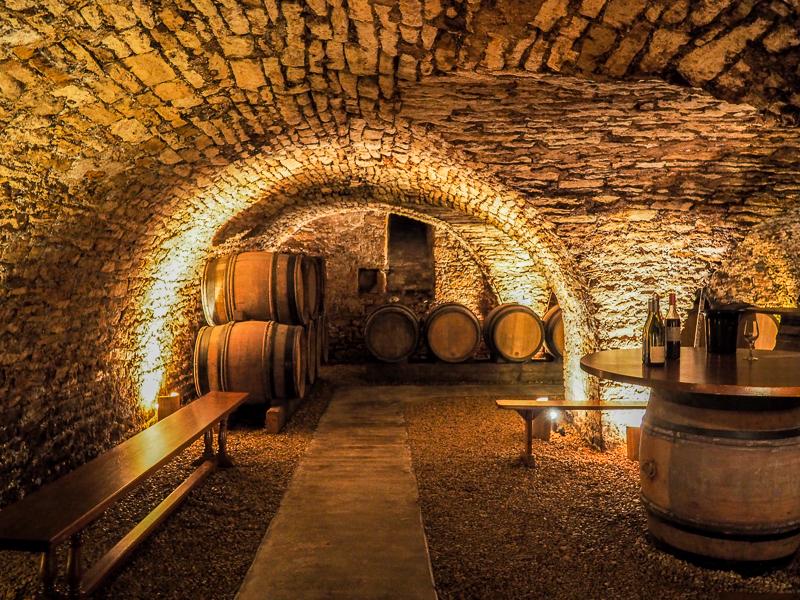 Intérieur du cellier de la Cabillotte à Beaune.