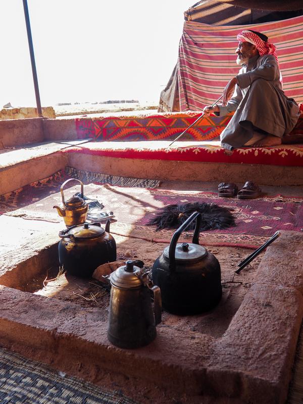 Rencontre avec les Bédoins dans le désert du Wadi Rum en Jordanie.