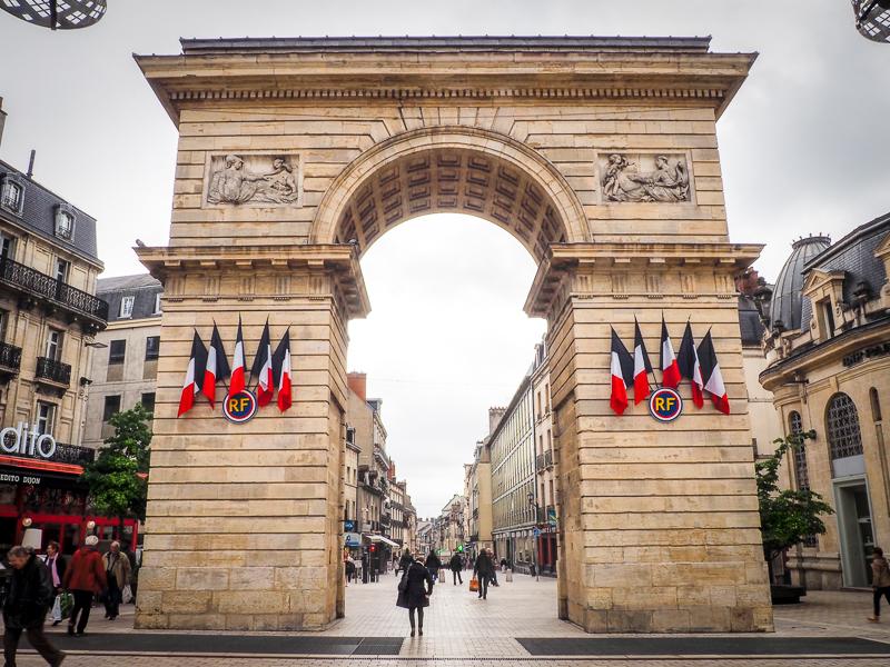Arc à l'entrée de la ville de Dijon.