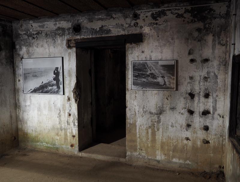 Intérieur d'un bunker allemand au Centre Juno Beach en Normandie, France.