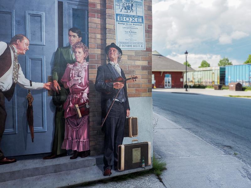 Personnages sur une oeuvre de Street Art à Sherbrooke.