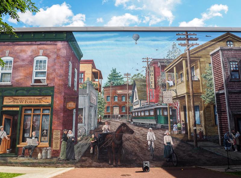 Fresques historiques à Sherbrooke, au Québec.