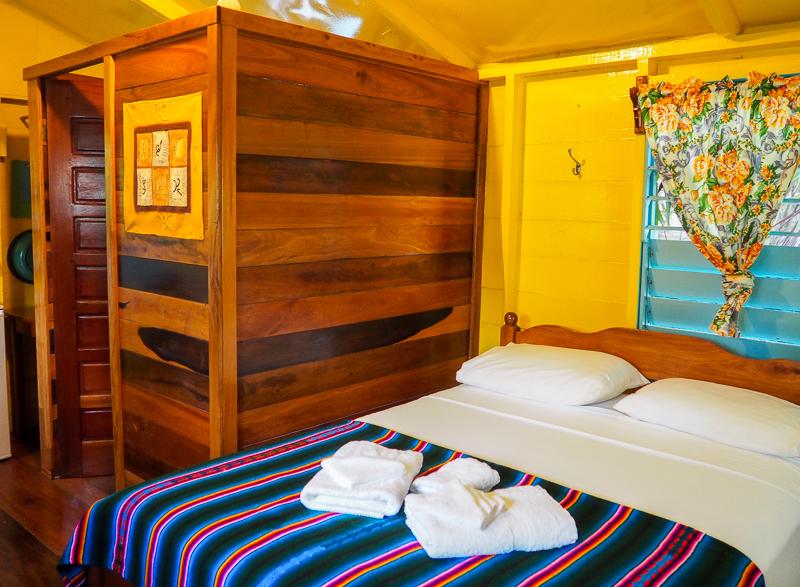 Chambre à louer dans un bungalow de bord de mer à Caye Caulker.