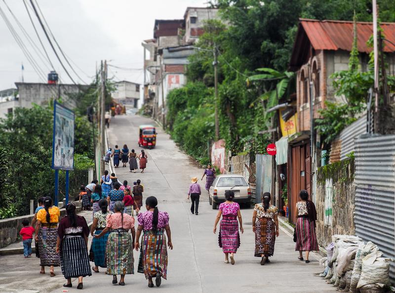 Femmes en habits traditionnels à San Pedro la Laguna
