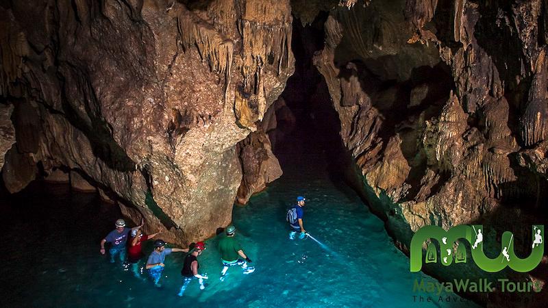 Eau cristalline dans ATM Cave