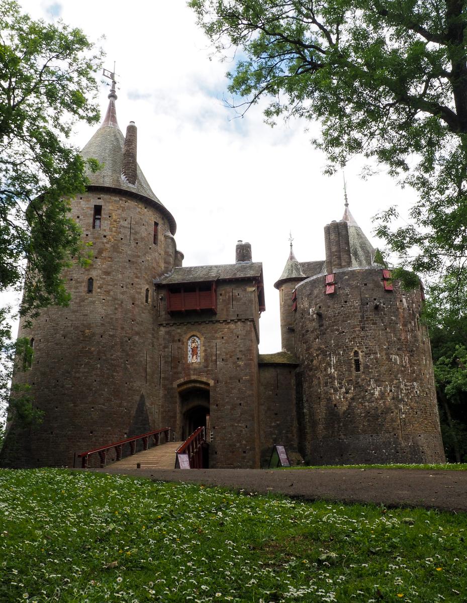 Connaissez-vous Castle Coch? Ce château est un incontournable au Pays de Galles. Un détour à faire lors de votre prochain voyage au Royaume-Uni! #Wales #paysdegalles #Greatbritain