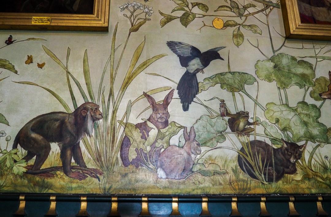 Fables de La Fontaine illustrées à l'intérieur de Castle Coch
