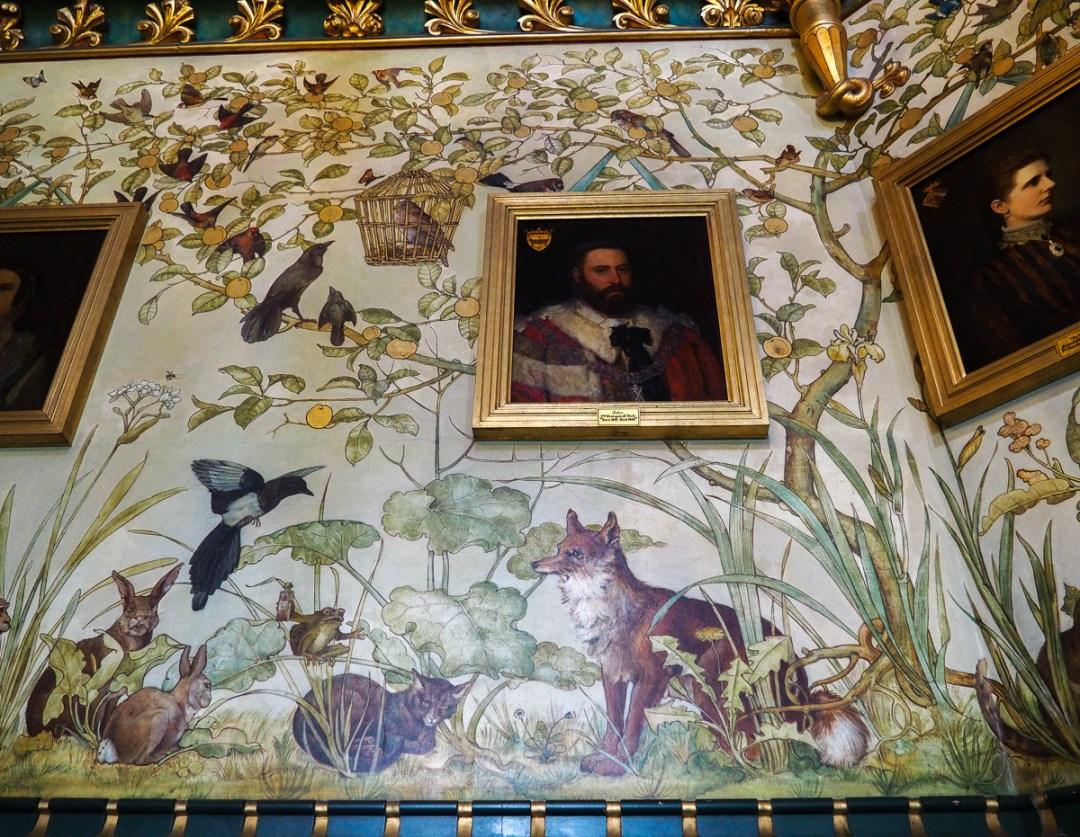 Le Renard et le Corbeau, fresque à l'intérieur de Castle Coch