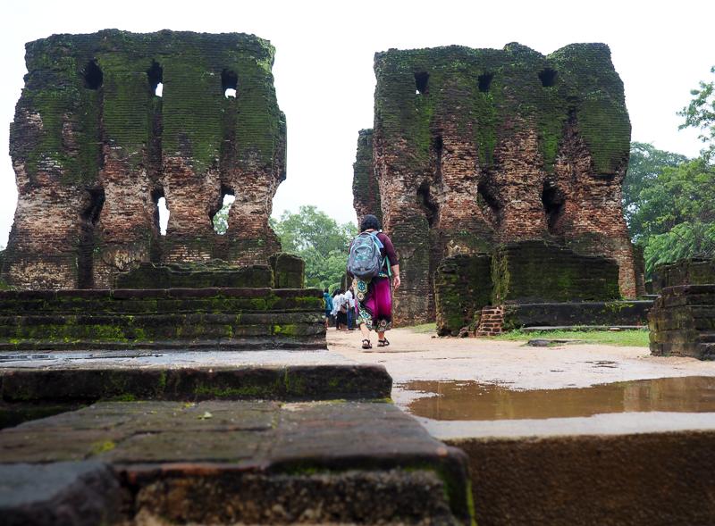 Ruines de Polonnaruwa sous la pluie