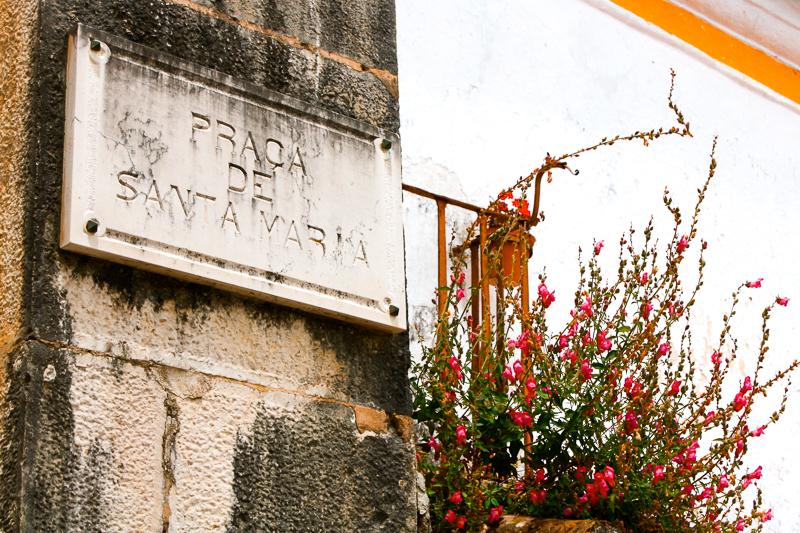 Affiche de rue à Obidos au Portugal
