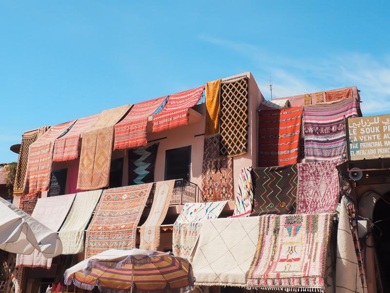 Vendeurs de tapis à Marrakech