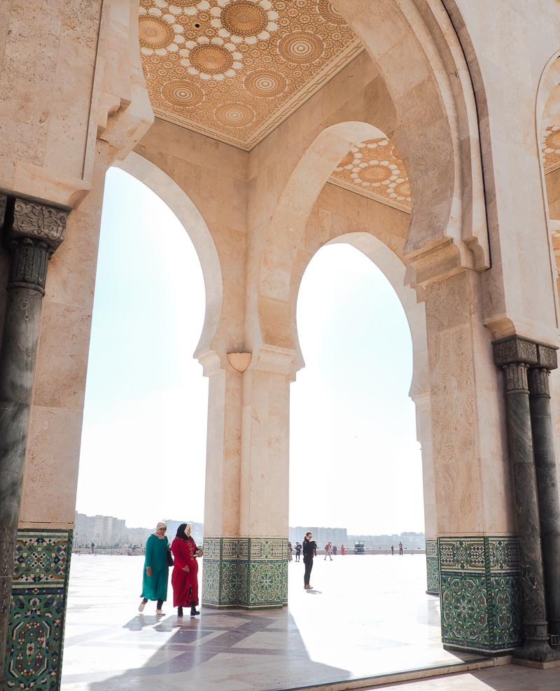Femmes allant à la mosquée de Casablanca