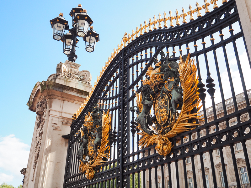 Porte de Buckingham Palace à Londres
