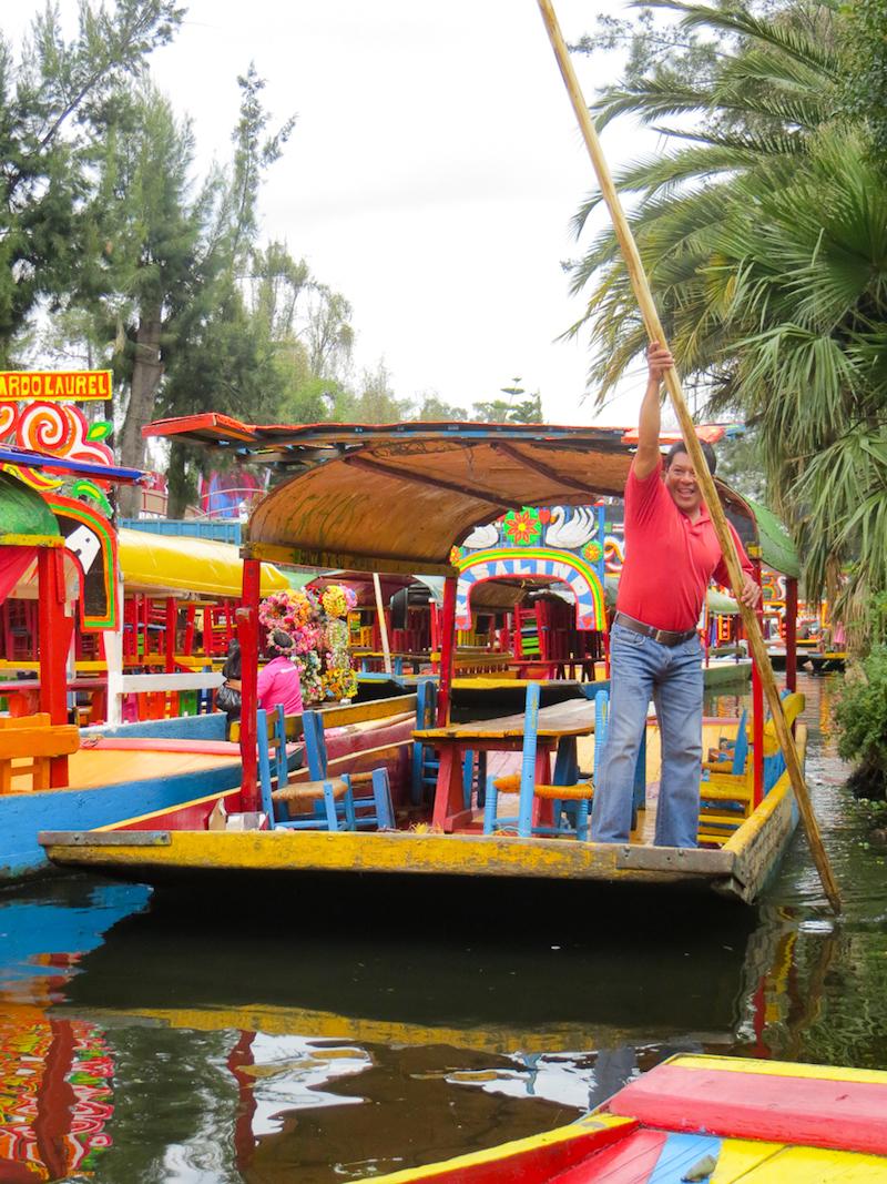 Capitaine de trajinera à Xochimilco