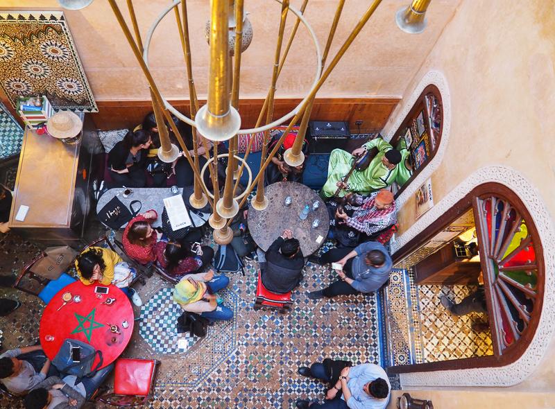 Soirée festive au Café Clock de Fès au Maroc
