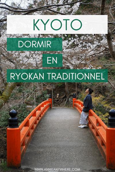 Dormir dans un ryokan est une expérience incontournable de tout voyage au Japon. J'ai eu la change de tester une auberge traditionnelle japonaise près de Kyoto, de dormir sur un futon et de porte une yukata. Fabuleux! Je me suis même offert le luxe d'un repas kaiseki. #kyoto #ryokan